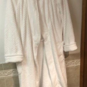 White terry cloth bathrobe size large/x large